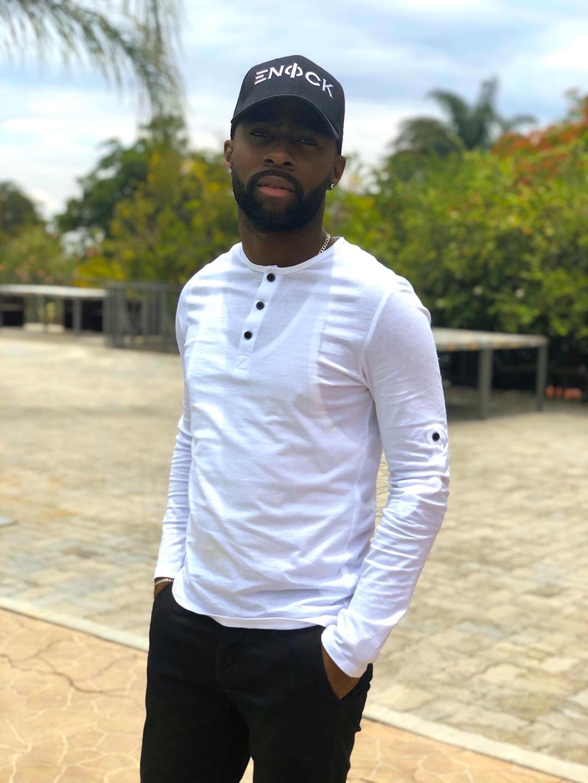 "Enock: ""A minha música Banzelo revolucionou o Rap angolano"""
