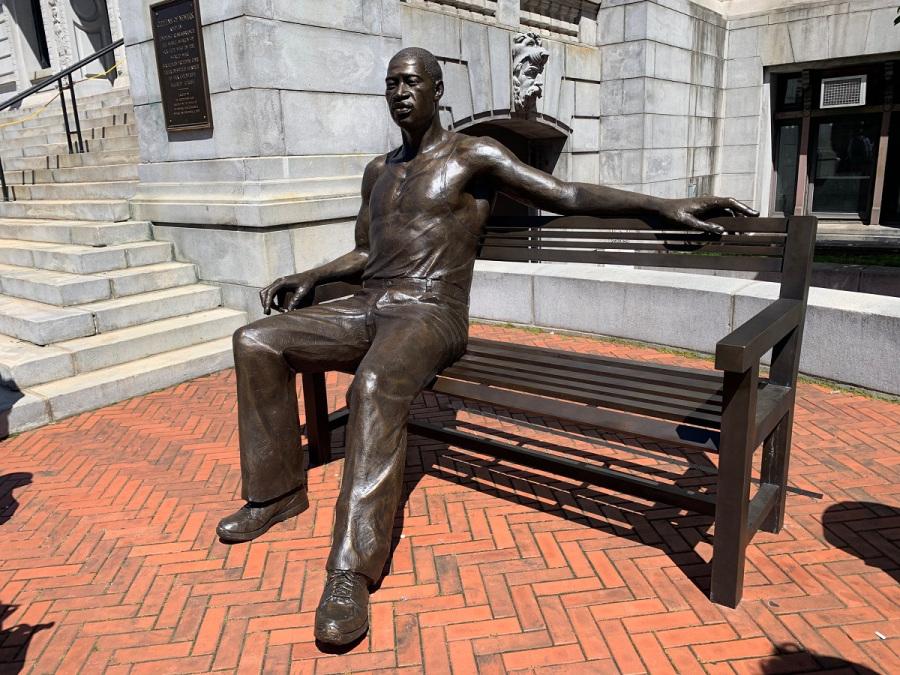 George Floyd ganha estátua de bronze em Nova Jersey