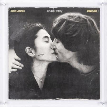 Disco que John Lennon assinou para seu próprio assassino vai a leilão