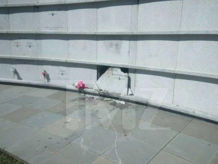 Túmulo de Pop Smoke foi vandalizado por indivíduos não identificados no fim de semana