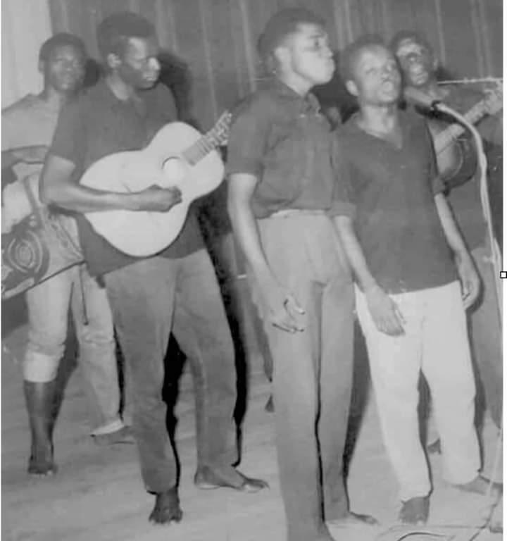 """José Eduardo dos Santos fala sobre a sua formação musical """"Nzaji"""""""